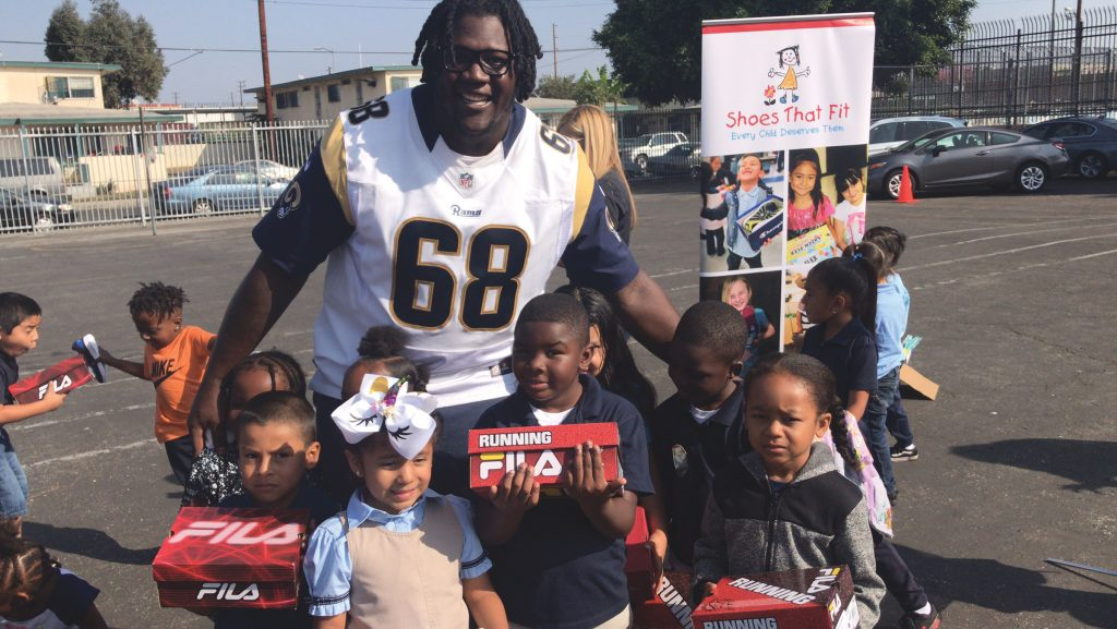 LA Rams and Shoes That Fit partner With LAPD to Provide Shoes for Elementary School Children
