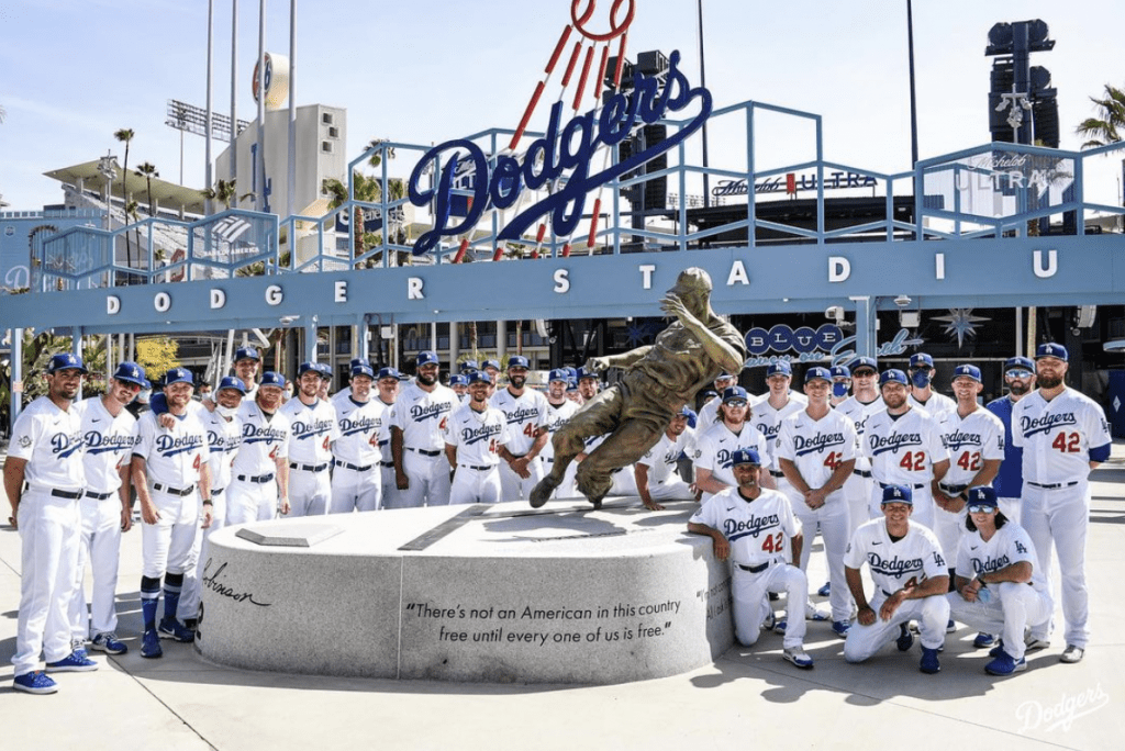 Dodgers stay hot while Honoring Robinson