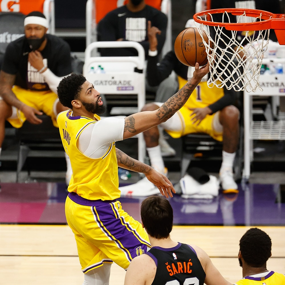 Lakers tangle hard with the Suns